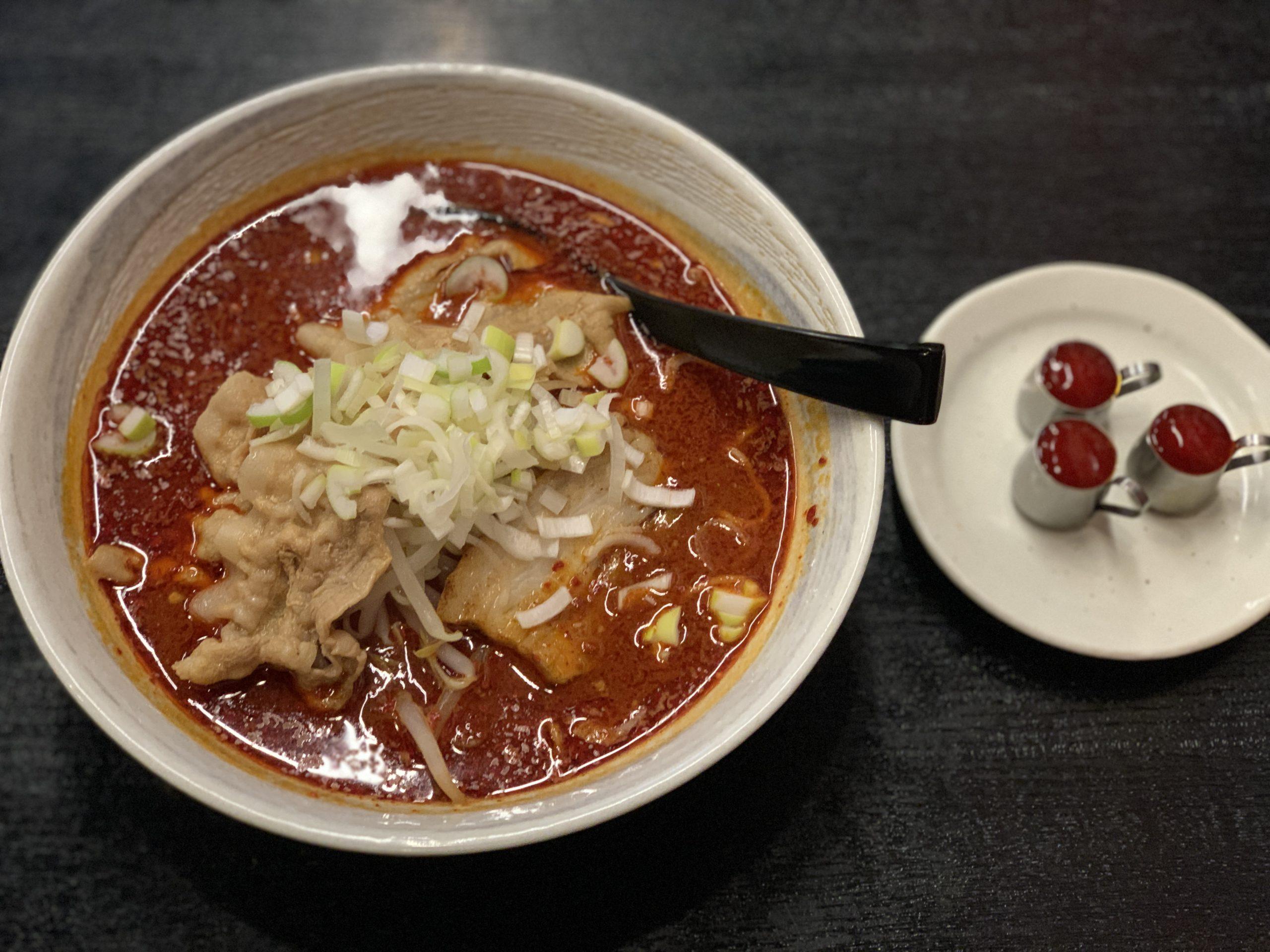 超激辛カプサイシンソース使用!『大噴火麺マグマ3』が死ぬほど辛過ぎた。