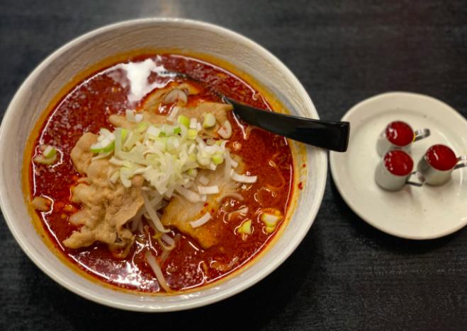大噴火麺 マグマ3