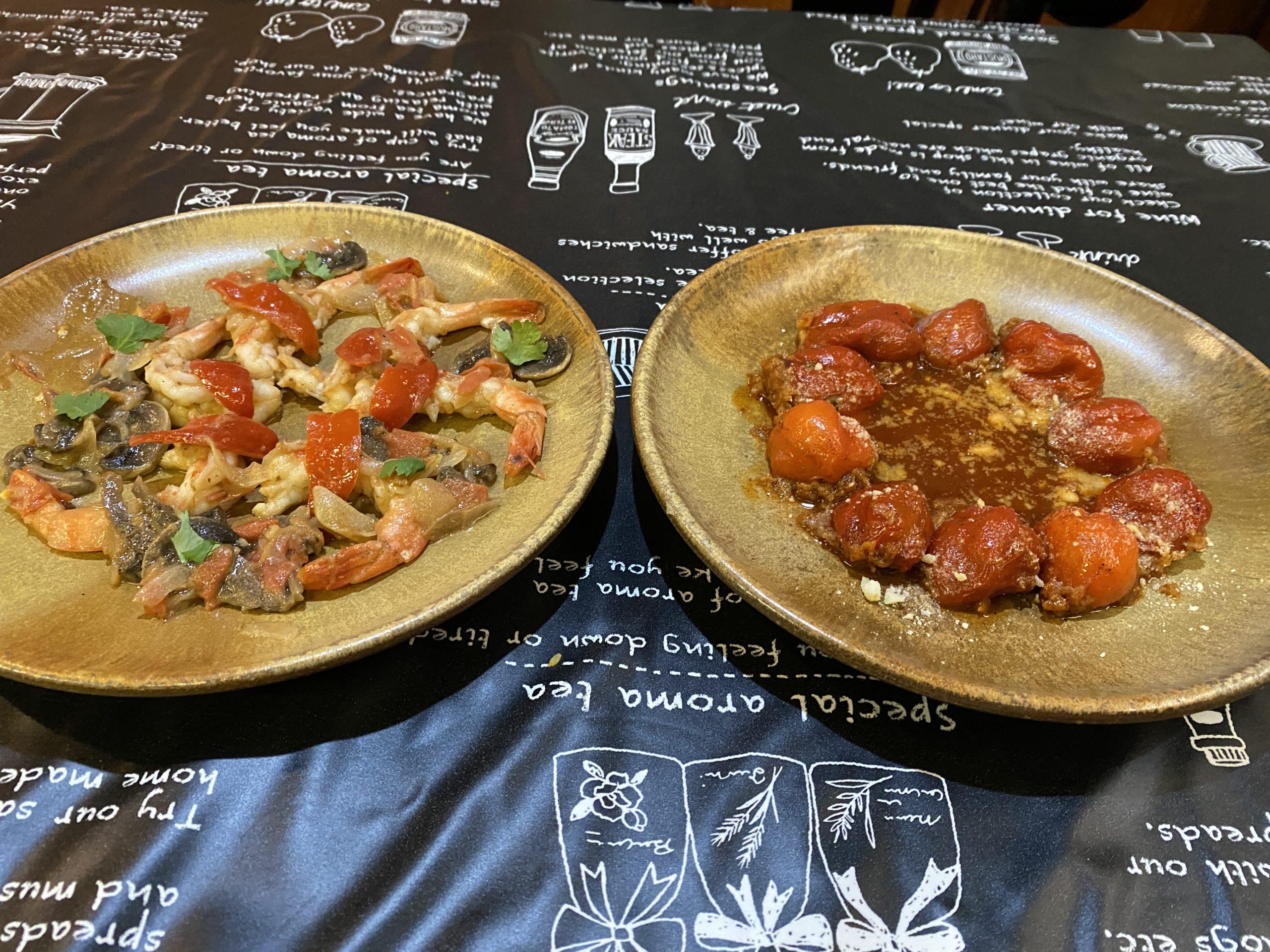 ハバネロのエビ炒め(左)とハバネロの肉詰め(右)