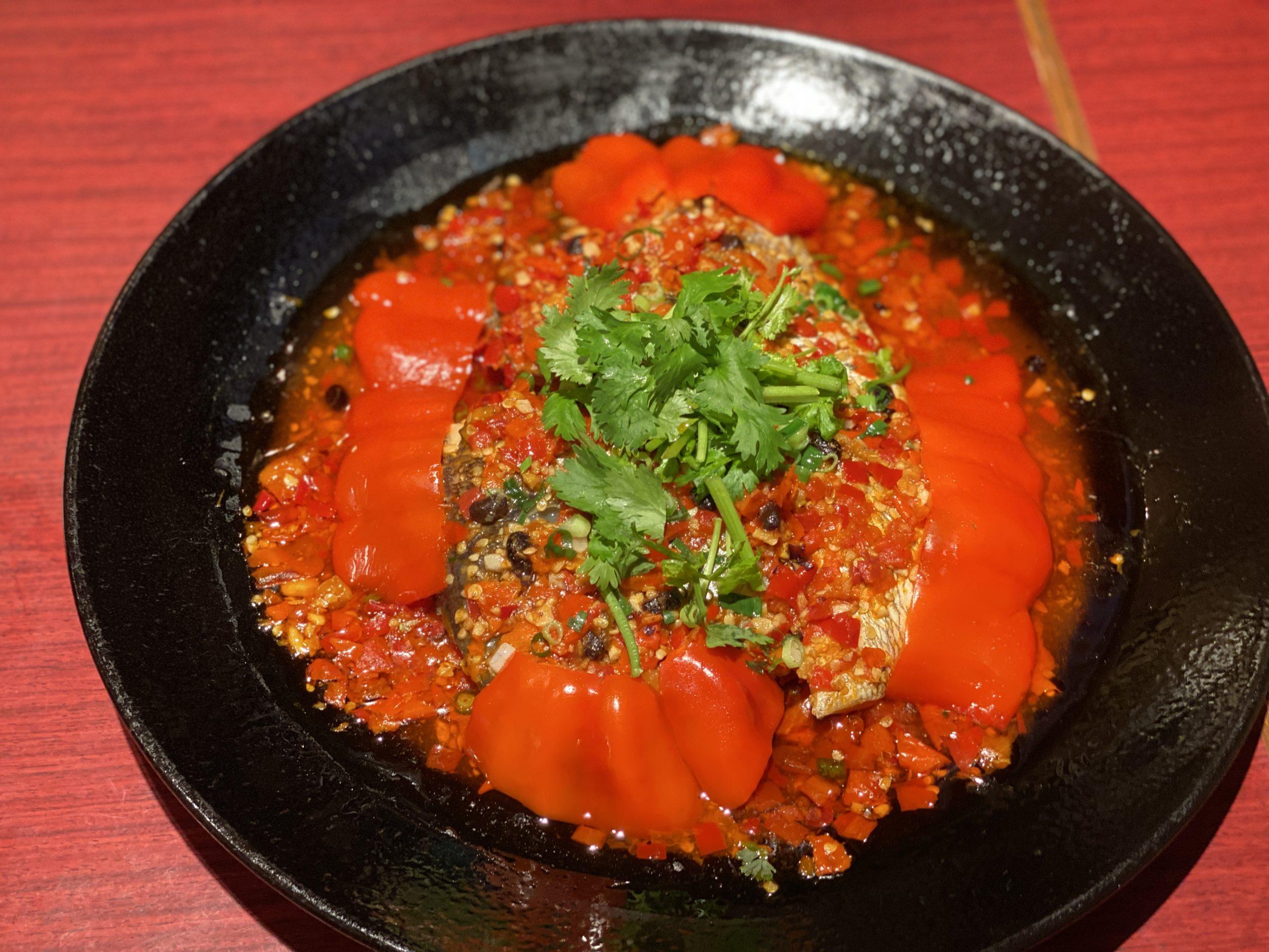 魚の頭の特製唐辛子ソース蒸し