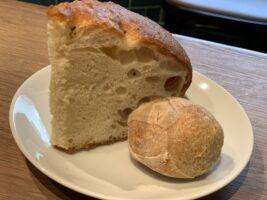 全粒粉のパン(左)フォカッチャ(右)